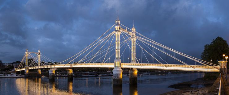 Albert Bridge at night, illuminated by 4000 bulbs
