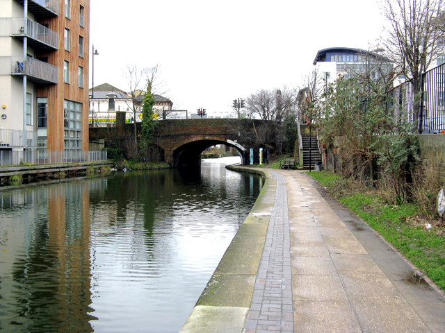 Regent's Canal makes a great running or cycling route